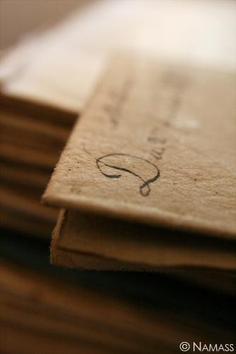 Veille lettre manuscrite flou, sauf le D majuscule qui commence la lettre