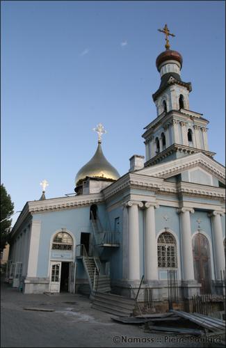 Eglise dans le quatier d'Oybek